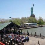 Fila em Liberty Island para Ellis Island e Battery Park