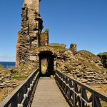 Girnigoe Castle, only an 8 min drive away.