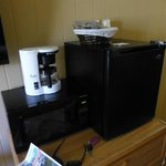 outdated coffee pot-refrig is more like a ice box