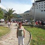 В городе все рядом -порт пальмы -люди