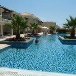 4 floor pool area