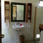 Bathroom with pebble-floor