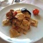Una specialità, ravioli con ripieno di branzino e sugo ai frutti di mare!