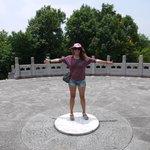 """Китайский """"пуп земли"""" переместился из Пекина в Линхай и на нём удивительное эхо!"""