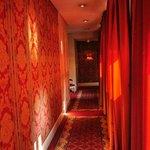 Стены отеля из гобеленов