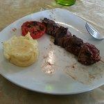 Brochette de boeuf , désolé j ai manipulé les aliments avant de prendre la photo