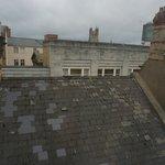Вид из окна на крыши