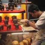 Jeune sculpteur d'éléphant