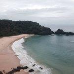 Baía do Sancho: linda em qualquer tempo