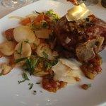 Jarret de porc - ratatouille + pommes de terre sautées + comté rapé