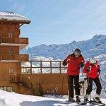 Départ de l'hôtel skis aux pieds