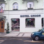 Very nice hotel in a quiet area and well located