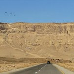 дорога по дну кратера