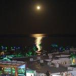 вид с крыши.луна