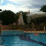 первое фото по прибытии. бассейн без хлорки, с соленой водой. особая гордость отеля