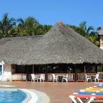 bar extérieur piscine