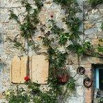 Una facciata del casale
