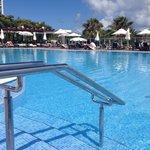 A piscina onde se pode almoçar e passar grande parte do dia.
