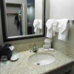Toallas y lavabo del baño