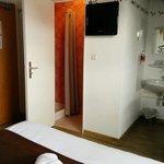 Pas terrible le lavabo dans la chambre...ou alors il pourraient au moins mettre un beau meuble d