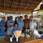 Con los chicos del bar de la playa