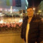 eu em Puerta do Sol a noite