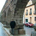 a lo largo del acueducto se va descubriendo la ciudad