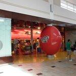 Lo mejor del mall, la tienda de M&M