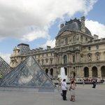 Le Louvre Outside View
