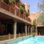 Piscine et restaurant du Riad Hotel