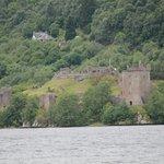 Burgruine am Ufer