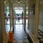 Pasillo de entrada al hotel
