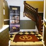 Escaleras de subida a recepción