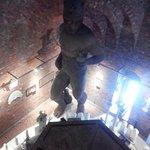 Огромная статуя внутри