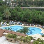 kinder zwembad met glijbanan