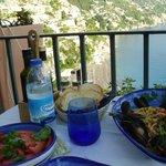 ムール貝のスパゲッティとトマト・サラダ