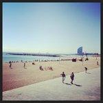пляж в 5-ти минутах пешком