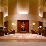 國際品牌奢華酒店大堂卻平和安靜