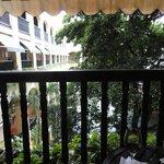 Courtyard w/restaurant