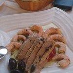 ensalada de langostino con pimiento y ventresca