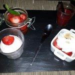 Dessert : variation de fraise. Frais, gouteux, parfait pour terminer le repas.