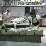 Una parte dello staff della cucina del cefalo.