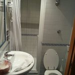 Baño habitación individual tamaño ascensor
