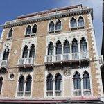 Fachada do Bauer Palazzo, visto de frente.