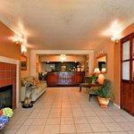 Lobby - Quality Inn