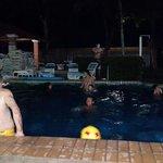Un poco llena la piscina