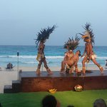 Nuevo Show Maya by the beach