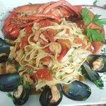 Prueba Nuestro plato con bogavante  fetucine .y gamberi y mejillones