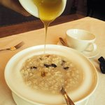 Каша на завтрак (овсянка на воде по желанию)
