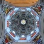 ドームの明り取りと天井画